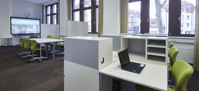 Modernste Arbeitsplätze und Technische Ausstattung